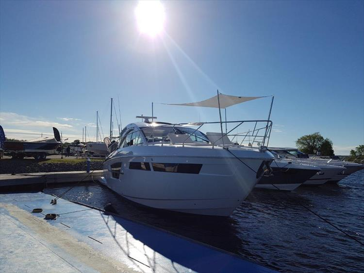 New Cruisers Yachts For Sale - Crate's Lake Country Boats