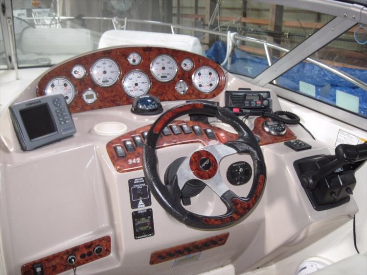 Photo 8 of 35 - 2006 Rinker 342 Fiesta Vee for sale