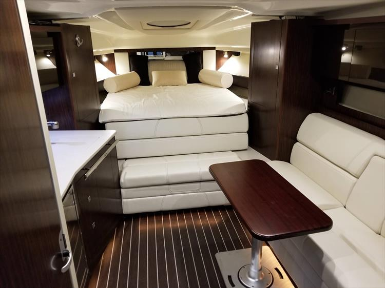 Photo 25 of 52 - 2014 Monterey 340 Sport Yacht for sale
