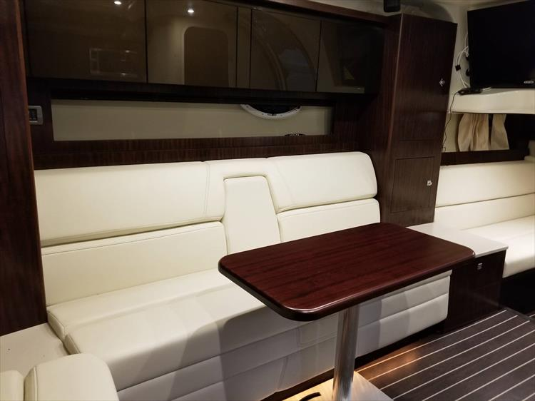 Photo 31 of 52 - 2014 Monterey 340 Sport Yacht for sale