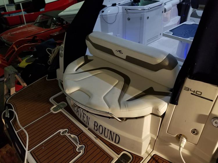 Photo 2 of 52 - 2014 Monterey 340 Sport Yacht for sale