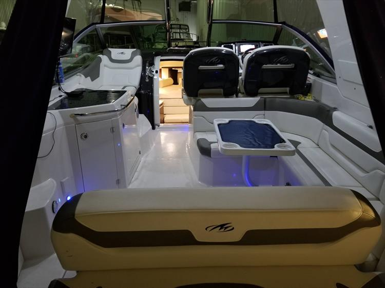Photo 3 of 52 - 2014 Monterey 340 Sport Yacht for sale
