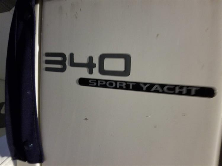 Photo 5 of 52 - 2014 Monterey 340 Sport Yacht for sale