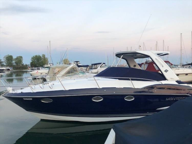 Photo 3 of 13 - 2015 Monterey 335 Sport Yacht for sale