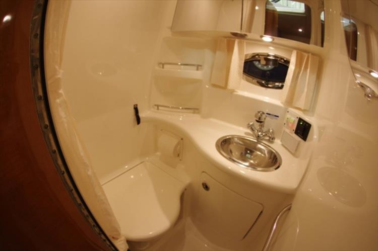 Photo 26 of 56 - 2007 Chaparral 310 Signature for sale