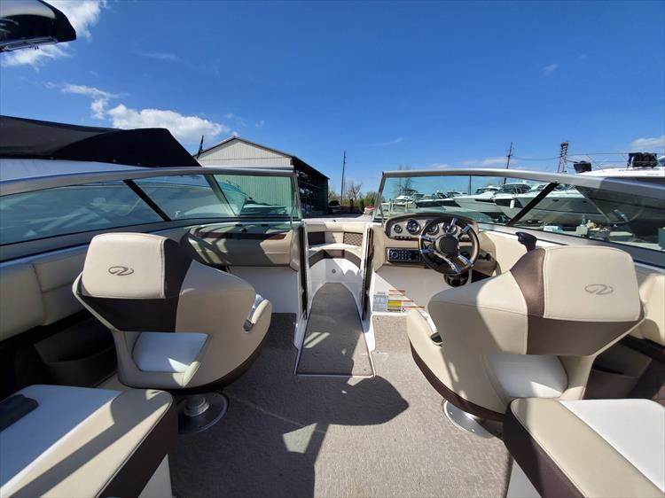 Photo 16 of 51 - 2015 Regal 2100 for sale