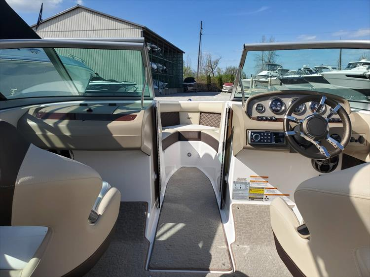 Photo 18 of 51 - 2015 Regal 2100 for sale