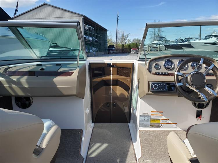 Photo 19 of 51 - 2015 Regal 2100 for sale