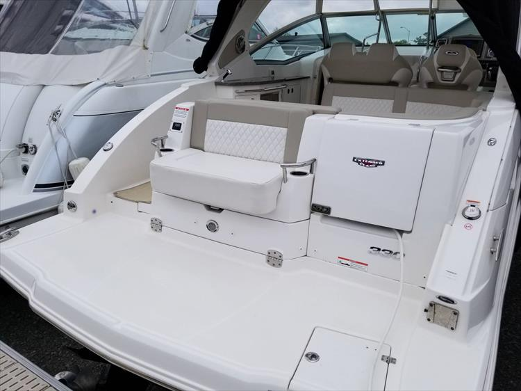 Photo 3 of 68 - 2015 Chaparral 330 Signature for sale