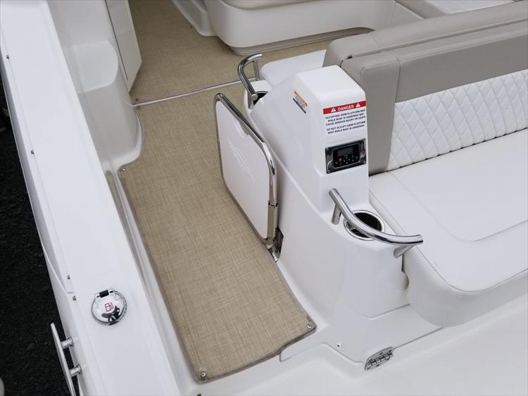 Photo 10 of 68 - 2015 Chaparral 330 Signature for sale