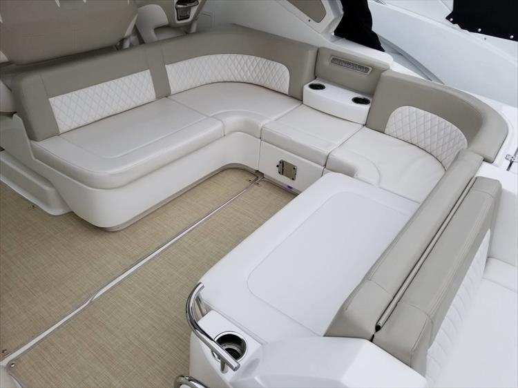 Photo 12 of 68 - 2015 Chaparral 330 Signature for sale