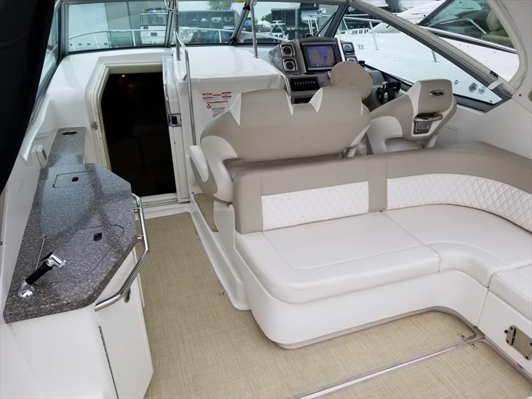 Photo 13 of 68 - 2015 Chaparral 330 Signature for sale