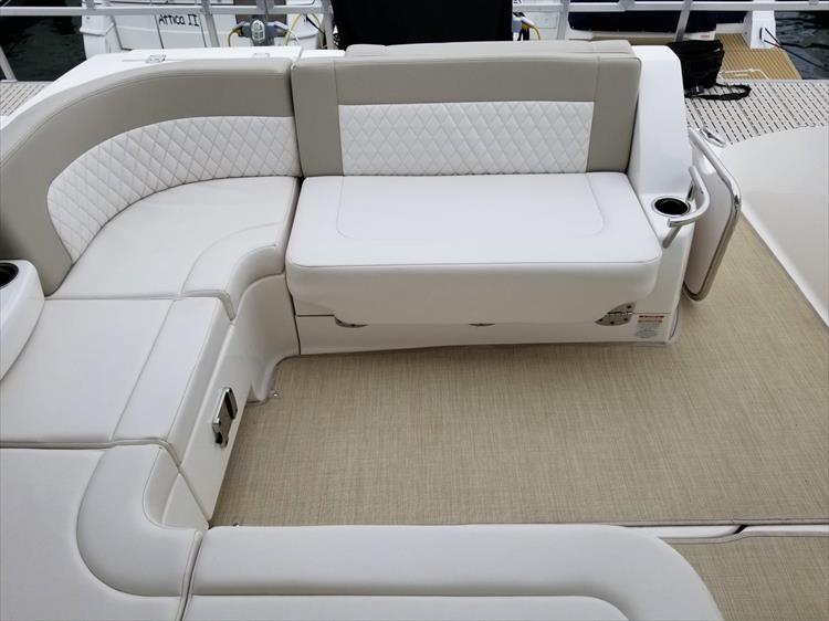 Photo 14 of 68 - 2015 Chaparral 330 Signature for sale