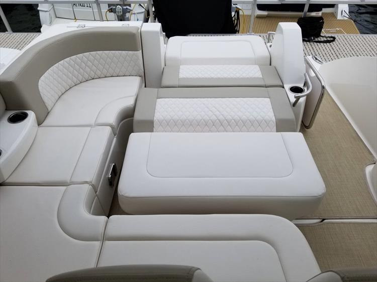 Photo 15 of 68 - 2015 Chaparral 330 Signature for sale