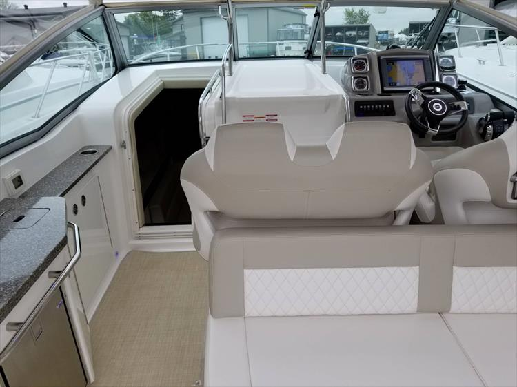 Photo 20 of 68 - 2015 Chaparral 330 Signature for sale