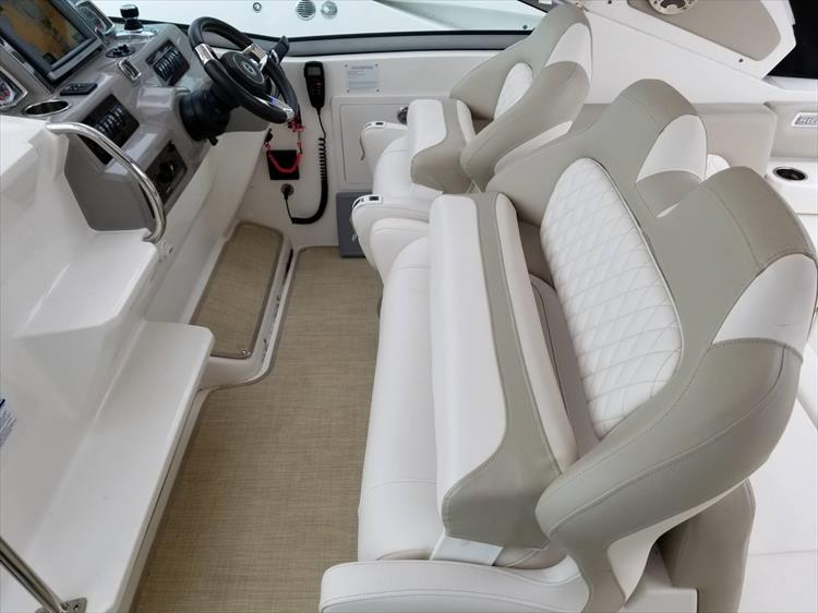 Photo 22 of 68 - 2015 Chaparral 330 Signature for sale