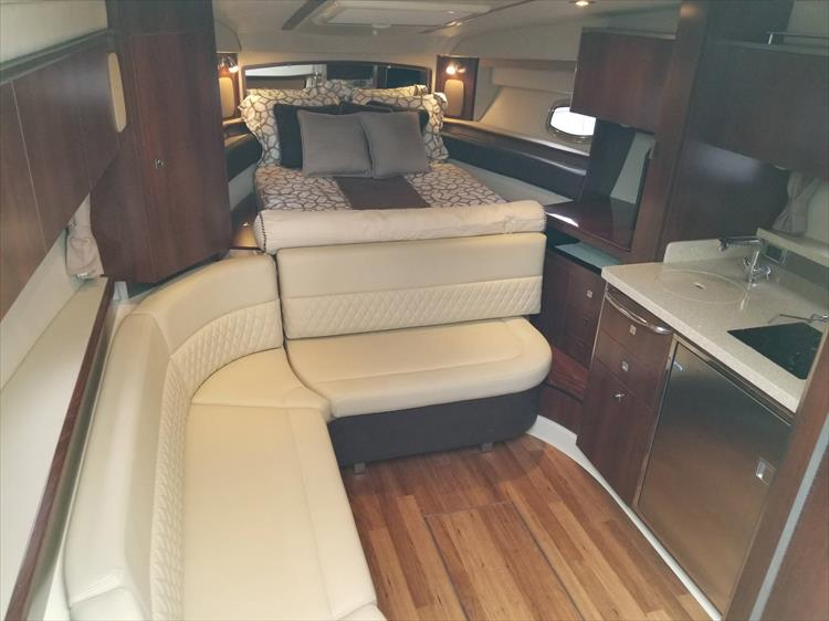 Photo 35 of 68 - 2015 Chaparral 330 Signature for sale
