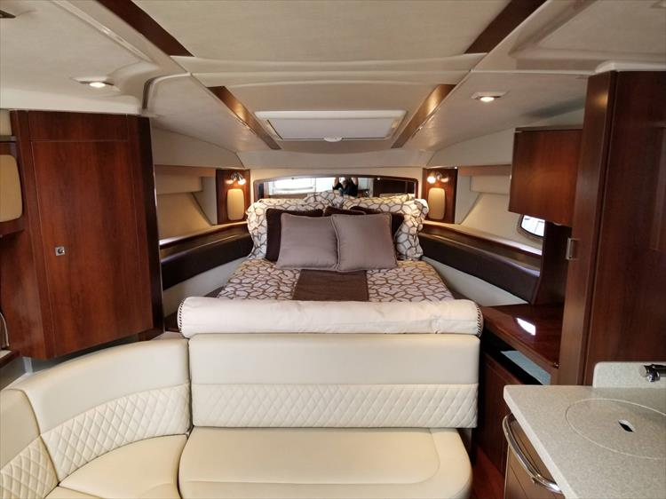 Photo 37 of 68 - 2015 Chaparral 330 Signature for sale