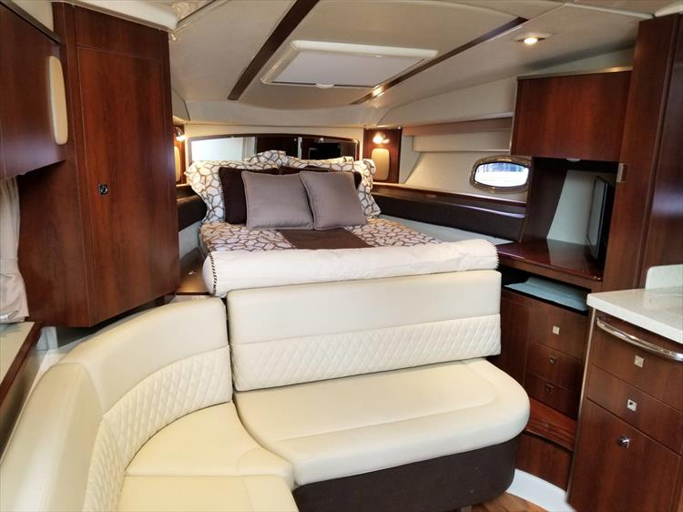 Photo 38 of 68 - 2015 Chaparral 330 Signature for sale