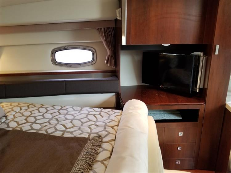 Photo 40 of 68 - 2015 Chaparral 330 Signature for sale