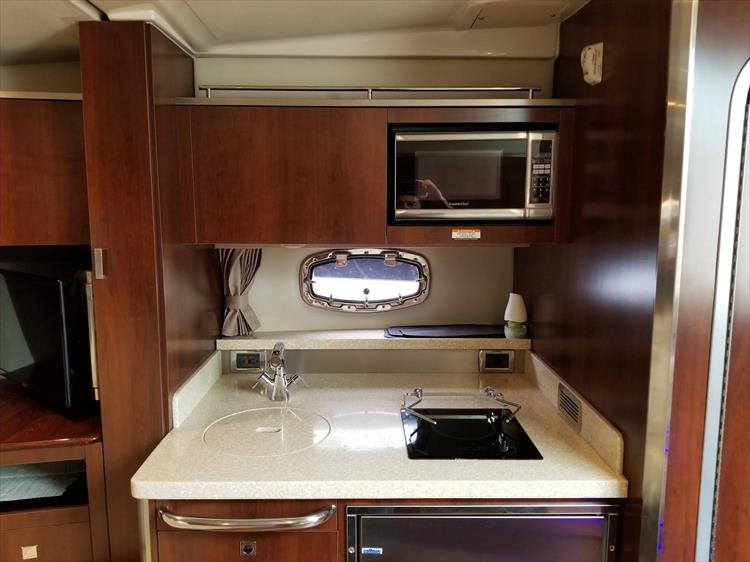 Photo 42 of 68 - 2015 Chaparral 330 Signature for sale