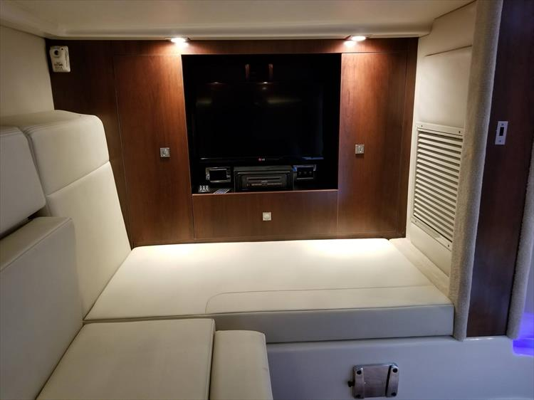 Photo 52 of 68 - 2015 Chaparral 330 Signature for sale