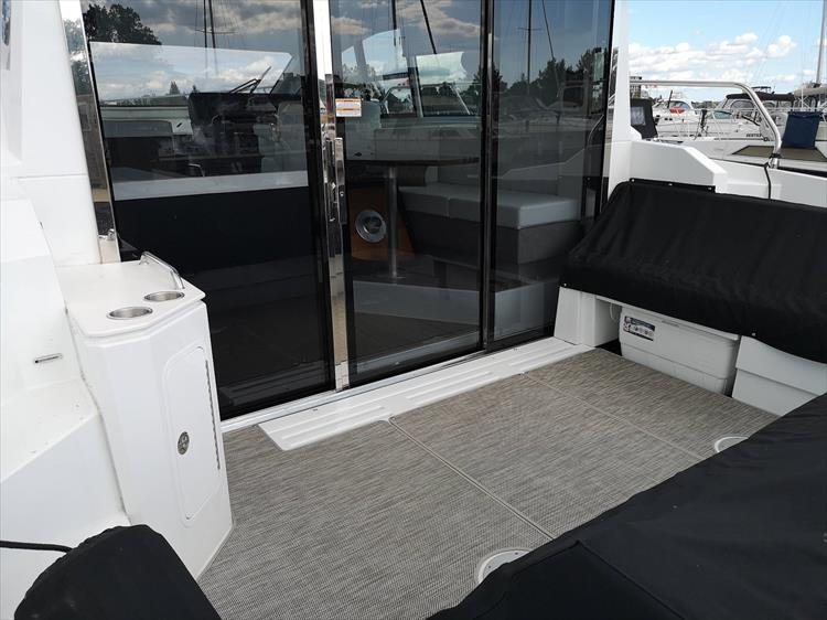2019 Cruisers Yachts 42 Cantius Crate S Lake Country