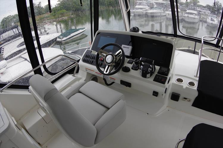 Photo 39 of 60 - 2018 Sea Ray 460 Fly for sale