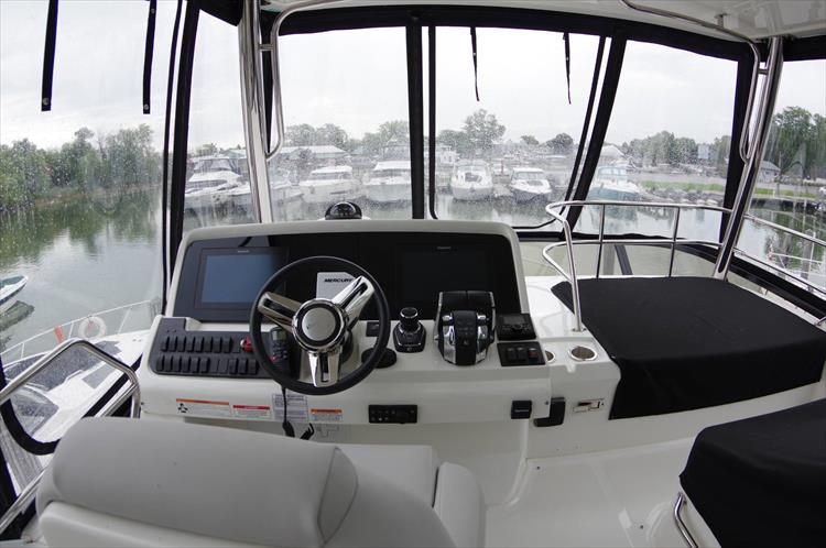Photo 40 of 60 - 2018 Sea Ray 460 Fly for sale
