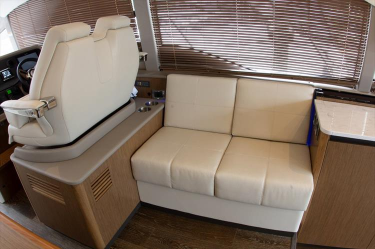 Photo 13 of 60 - 2018 Sea Ray 460 Fly for sale