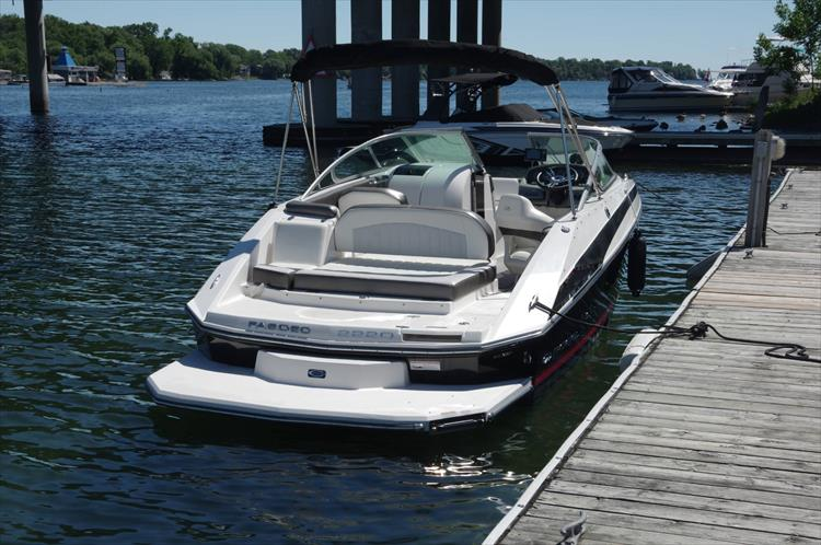 Photo 5 of 17 - 2011 Regal 2220 Fasdeck for sale
