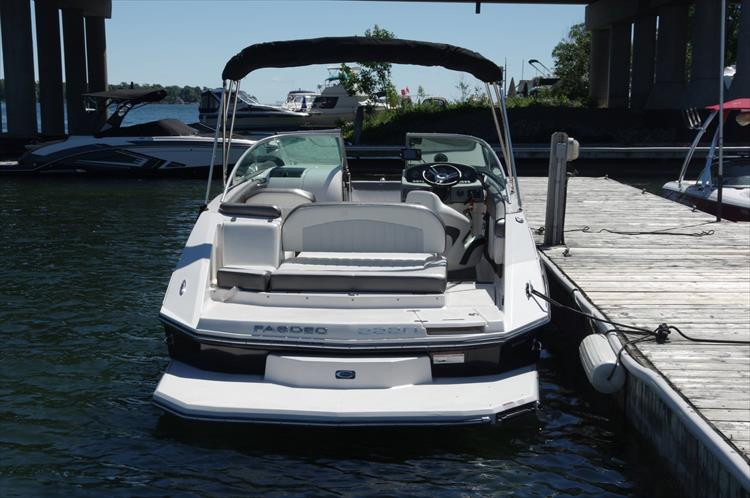 Photo 6 of 17 - 2011 Regal 2220 Fasdeck for sale
