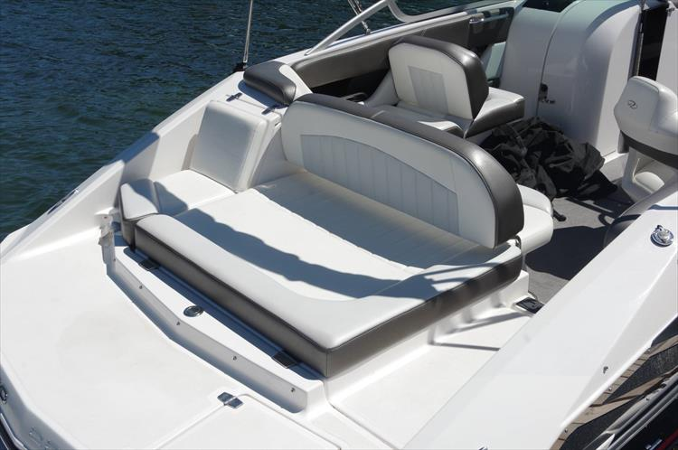Photo 8 of 17 - 2011 Regal 2220 Fasdeck for sale