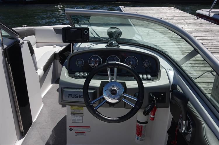 Photo 12 of 17 - 2011 Regal 2220 Fasdeck for sale
