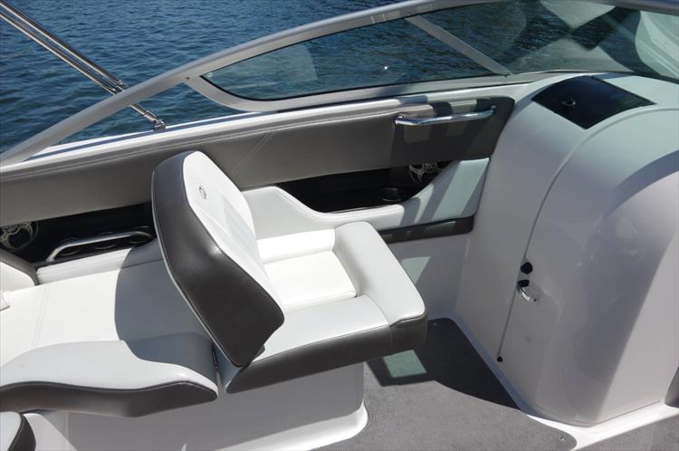 Photo 9 of 17 - 2011 Regal 2220 Fasdeck for sale