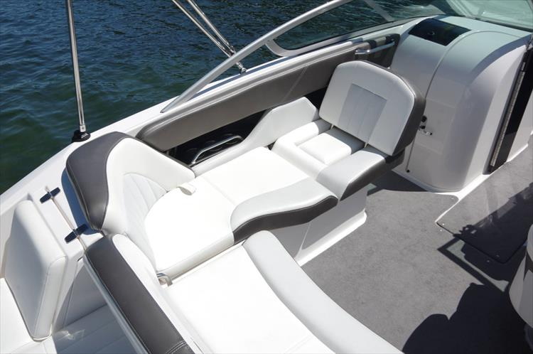 Photo 7 of 17 - 2011 Regal 2220 Fasdeck for sale