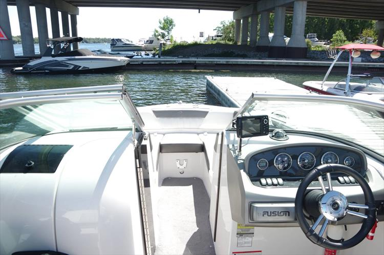 Photo 13 of 17 - 2011 Regal 2220 Fasdeck for sale