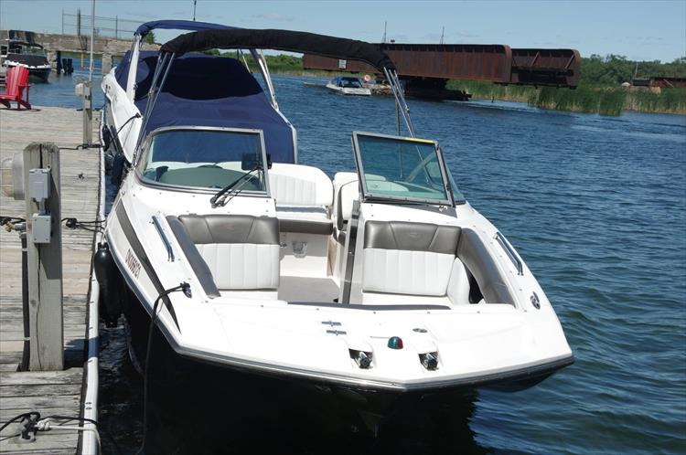 Photo 14 of 17 - 2011 Regal 2220 Fasdeck for sale