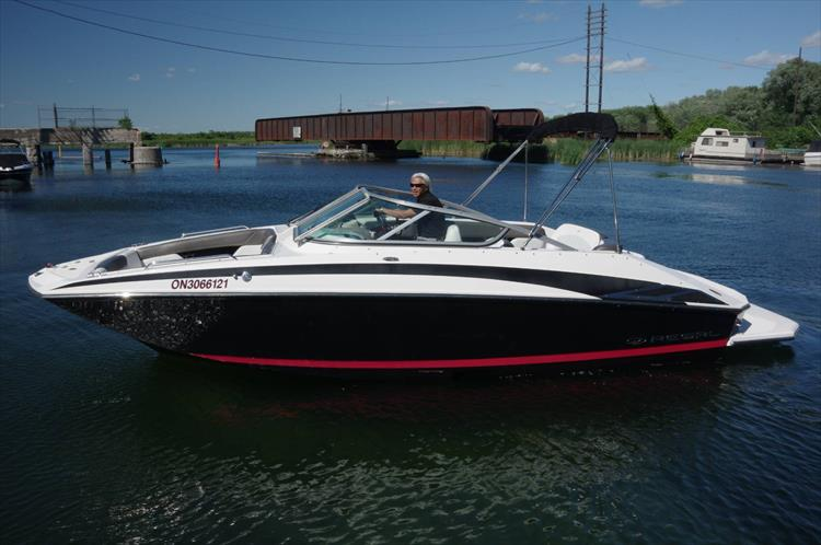 Photo 1 of 17 - 2011 Regal 2220 Fasdeck for sale