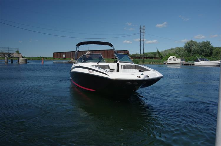 Photo 2 of 17 - 2011 Regal 2220 Fasdeck for sale