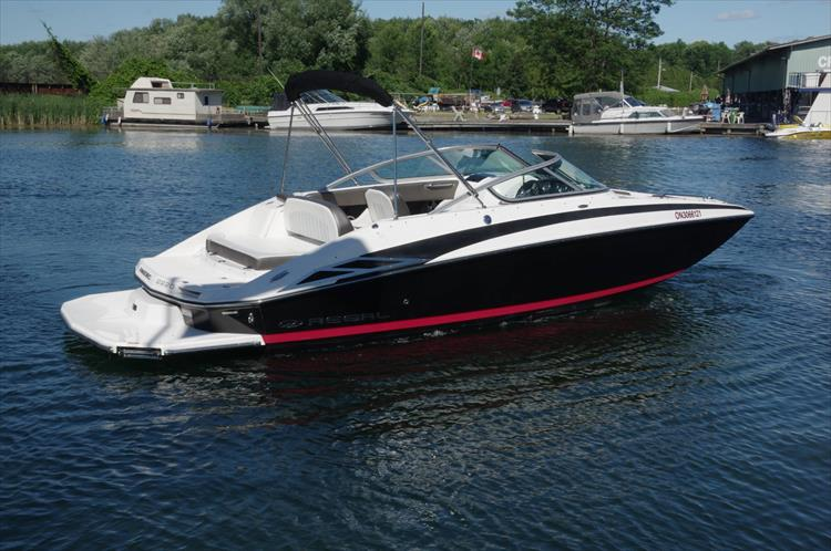 Photo 4 of 17 - 2011 Regal 2220 Fasdeck for sale