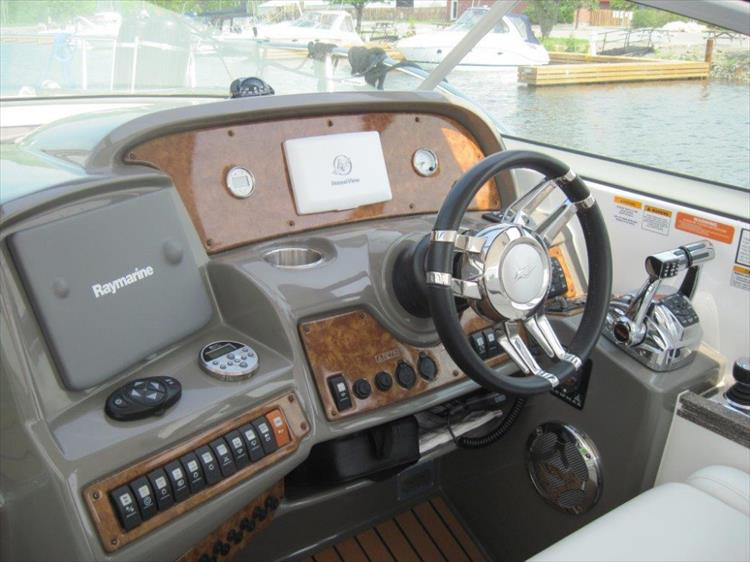 Photo 13 of 42 - 2011 Rinker 360 Hardtop Express for sale