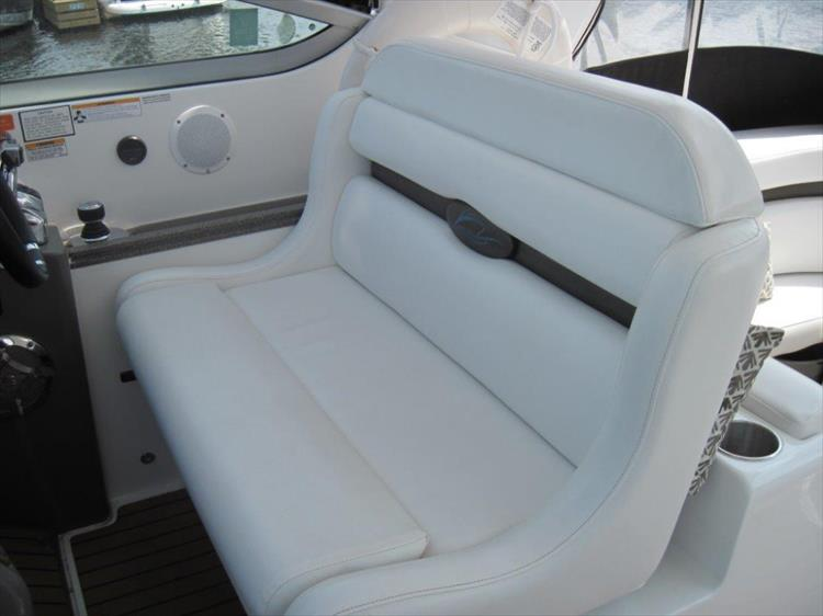 Photo 19 of 42 - 2011 Rinker 360 Hardtop Express for sale