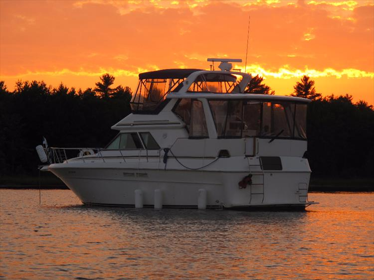 Money Shot ;-) - Photo 4 of 42 - 1991 Sea Ray 380 Aft Cabin (Diesel) for sale