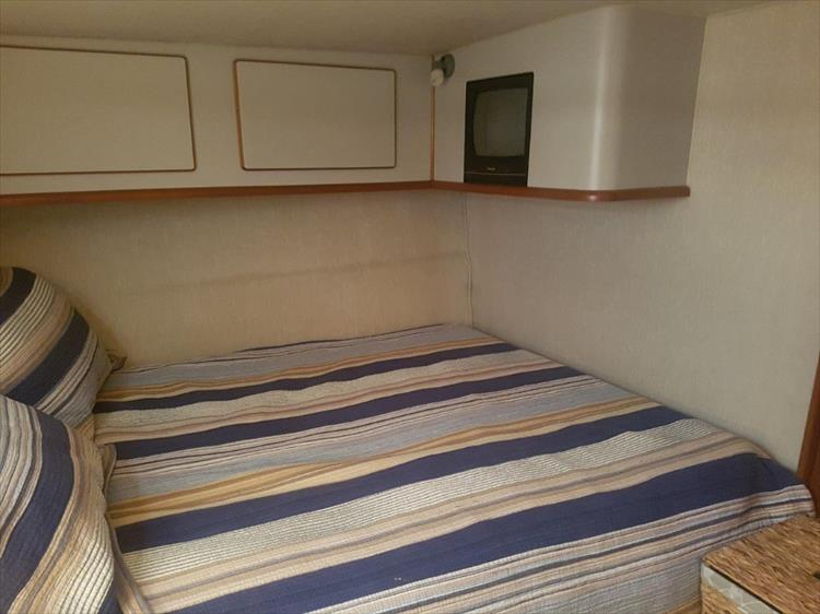 Master Stateroom - Photo 27 of 42 - 1991 Sea Ray 380 Aft Cabin (Diesel) for sale