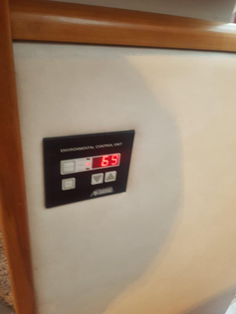 Digital heat/air unit controls - Photo 25 of 42 - 1991 Sea Ray 380 Aft Cabin (Diesel) for sale