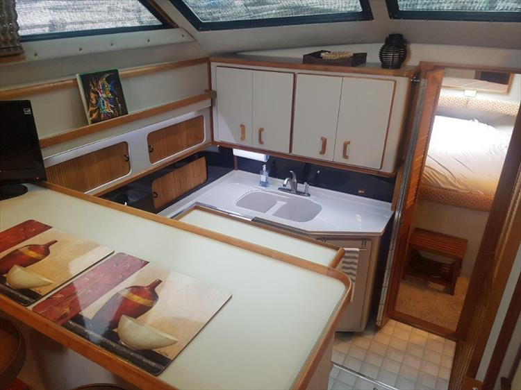 Plenty of storage in this galley - Photo 18 of 42 - 1991 Sea Ray 380 Aft Cabin (Diesel) for sale