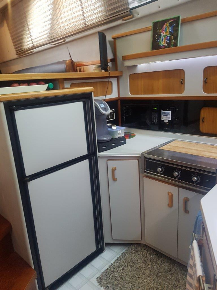Full Size Fridge - Photo 21 of 42 - 1991 Sea Ray 380 Aft Cabin (Diesel) for sale