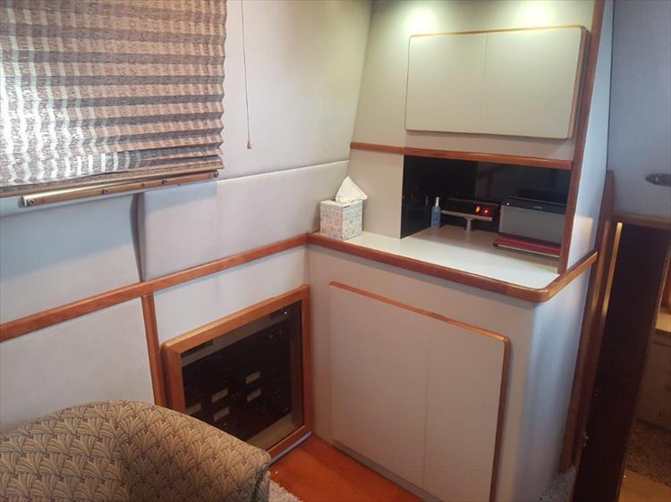 Photo 24 of 42 - 1991 Sea Ray 380 Aft Cabin (Diesel) for sale