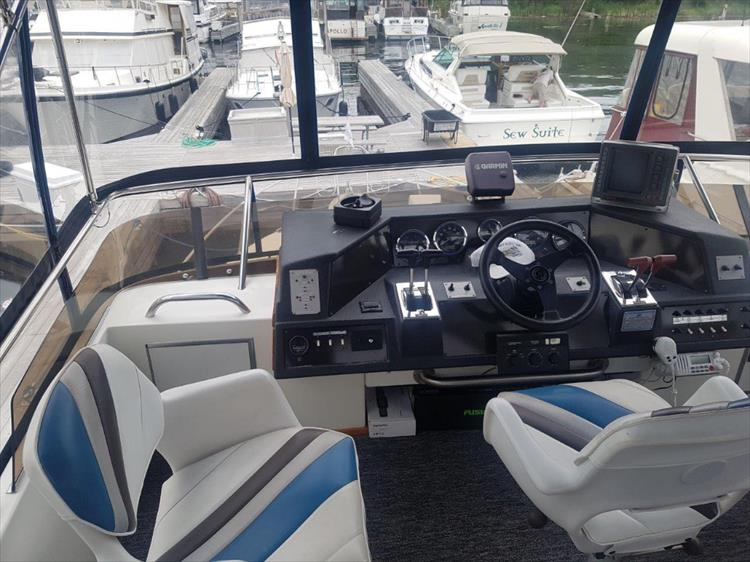 Photo 12 of 42 - 1991 Sea Ray 380 Aft Cabin (Diesel) for sale